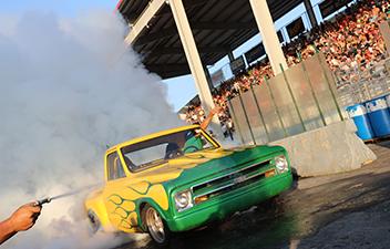 Smoke 'Em if you got 'Em - Truck Nationals Burnout Contest
